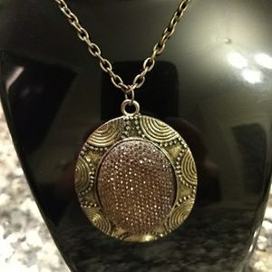 Jewelry - Gold sparkly necklace